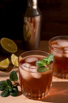 Bebida alcohólica refrescante lista para ser servida