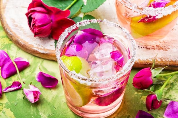 Bebida alcohólica de rosas