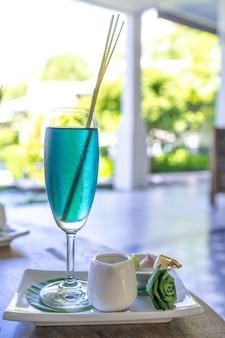 Bebida de bienvenida en el hotel o resort.