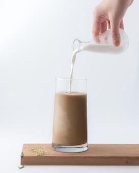 Bebida caliente con leche.