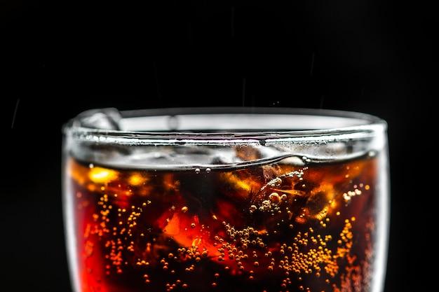 Bebida de cola gaseosa macro tiro