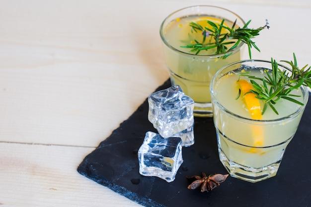 Bebida de desintoxicación de limón