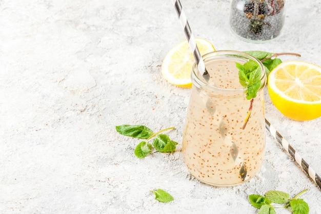 Bebida energética natural, chía fresca, agua infundida o limonada