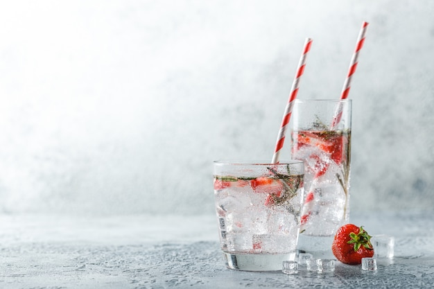 Bebida de fresa y romero.