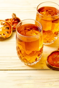 Bebida herbal de frutas bael