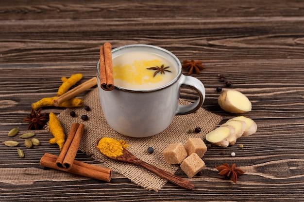Bebida india popular masala té o masala chai