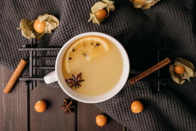 Bebida de invierno vista superior en taza