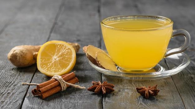 Bebida de jengibre para mejorar la inmunidad y deshacerse rápidamente de los resfriados.
