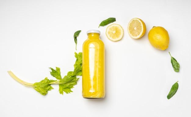Bebida de limón saludable endecha plana