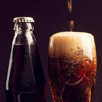 Bebida de primer plano en un vaso