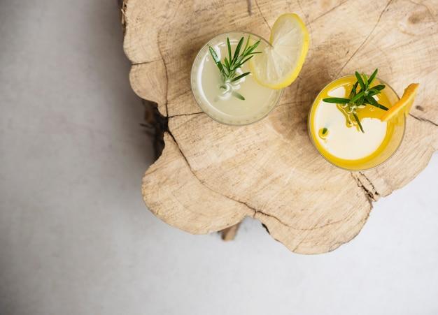 Bebida refrescante con naranja y limón