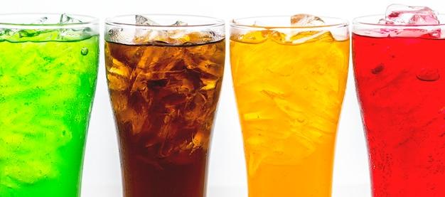 Bebidas gaseosas coloridas macro disparo