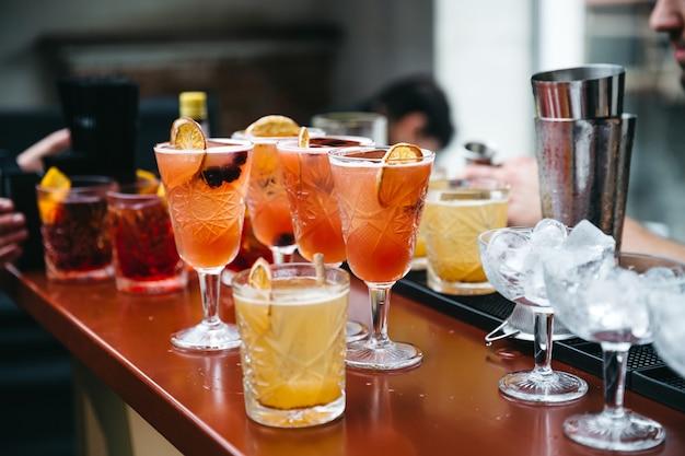 Bebidas hermosas y refinadas para los huéspedes.
