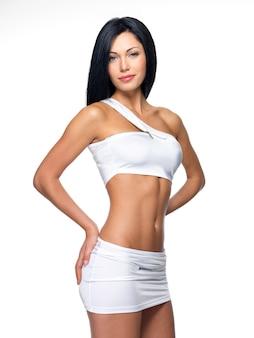 Bella mujer con cuerpo delgado deportivo