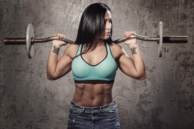 Bella mujer con cuerpo sexy