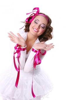 Una bella mujer joven y feliz