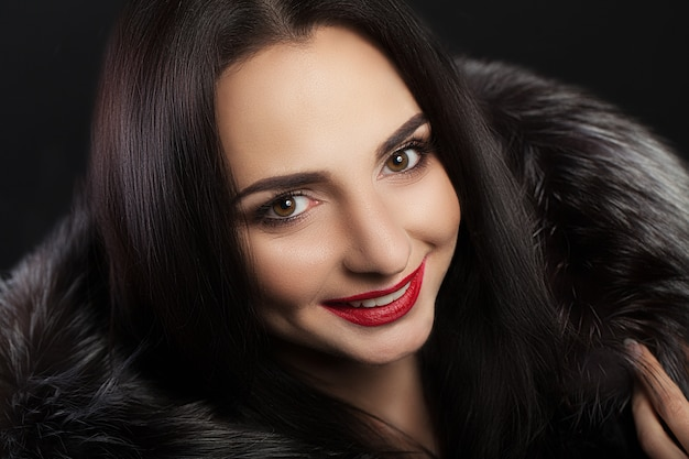 Belleza moda mujer cara con sonrisa perfecta