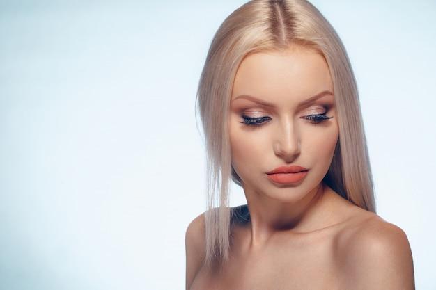 Belleza mujer cara retrato natural maquillaje cerca