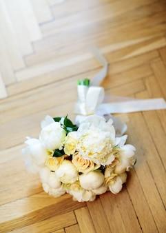 Bello ramo de flores de boda