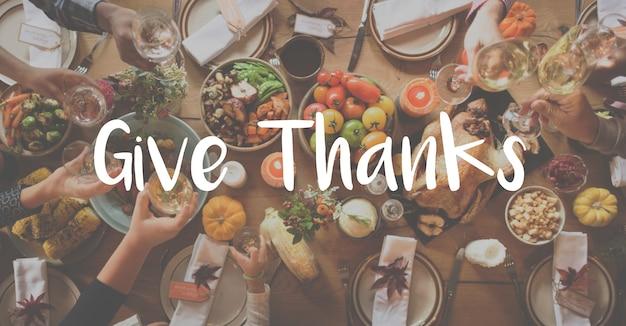 Bendición thnaksgiving celebrando el concepto de comida agradecida