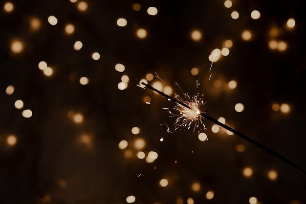 Bengala de fiesta de navidad y año nuevo en negro