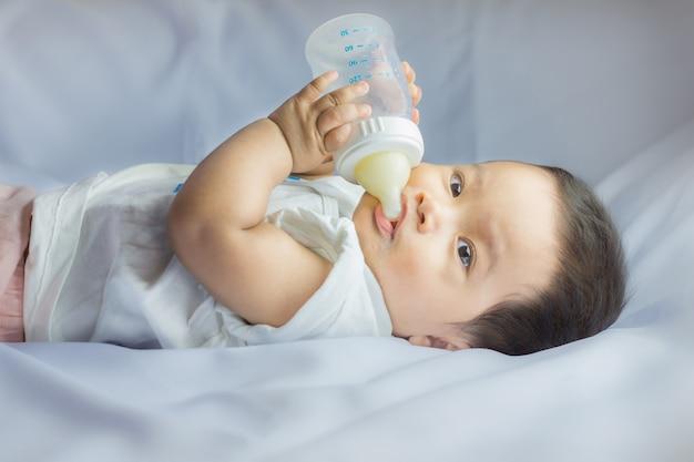 Biberón de leche para bebés de 7 meses