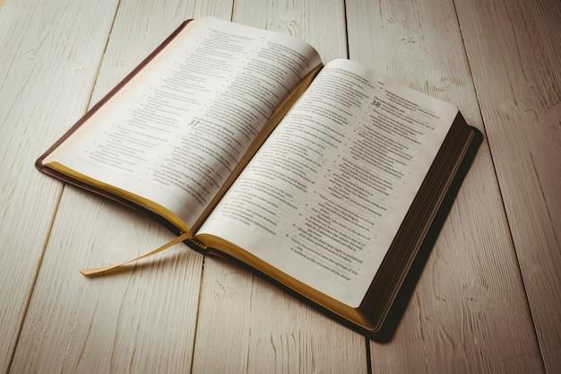 Biblia Abierta Fotos Y Vectores Gratis