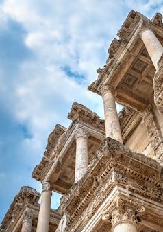 Biblioteca de celso en éfeso antiguo, turquía