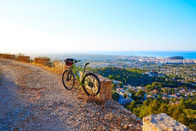 Bicicleta de montaña mtb denia en montgo pista españa