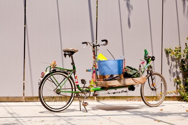 Bicicleta vieja y larga