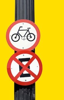 Bicicletas de tablero de señal de tráfico