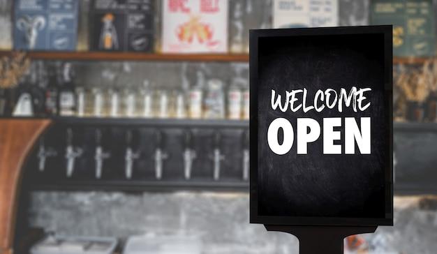 Bienvenido abrir señal en cafetería o restaurante