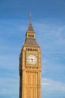 Bigben y la casa del parlamento en londres, inglaterra, reino unido.
