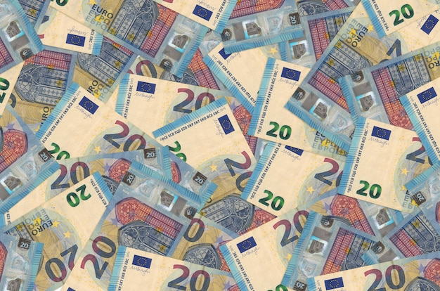 Billetes de 20 euros se encuentran en una gran pila