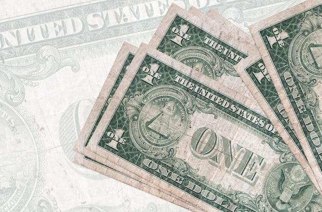 Billetes de dólar estadounidense se encuentra en pila aislada