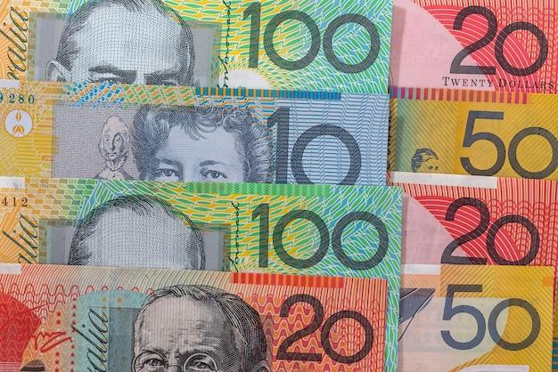 Billetes de dólares australianos en filas