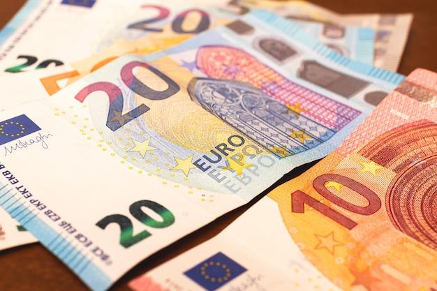 Billetes en euros en fotografía en primer plano