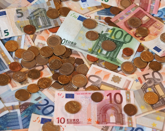 Billetes y monedas de euro (eur), unión europea (ue)