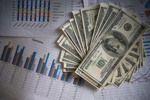 Billie dólar con la carta de negocios