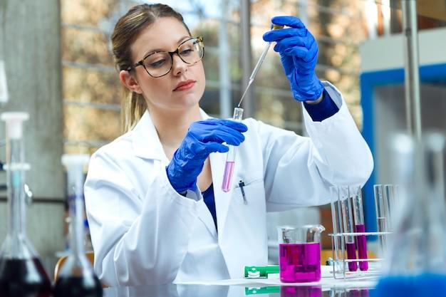 Biotecnología experimento descubrimiento análisis prueba de laboratorio