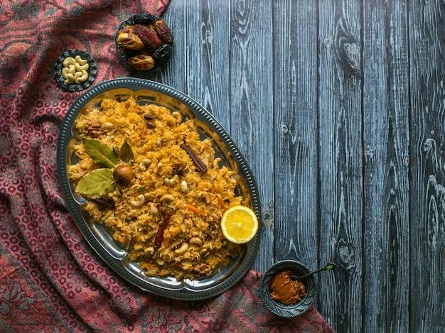Biryani vegetariano indio tradicional. receta de verduras biryani