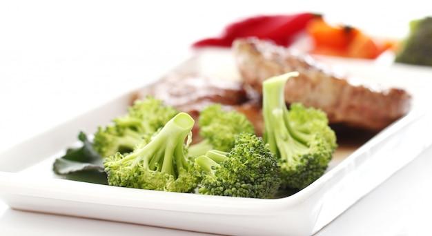 Bistec sabroso con verduras