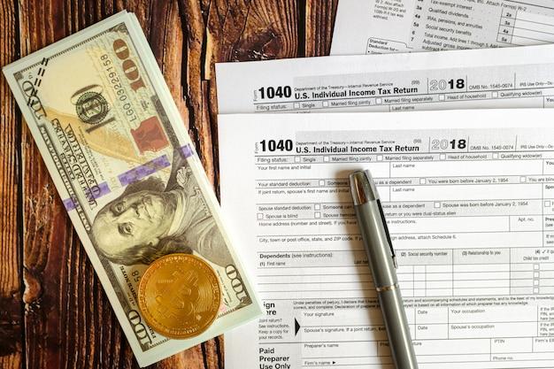 Bitcoin y dólares deben declararse en el formulario 1040 de impuestos estadounidenses.