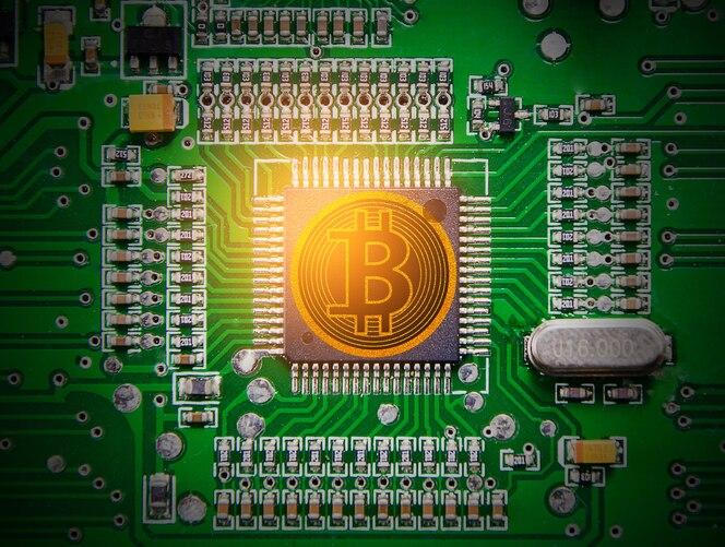 Bitcoin en tablero electrónico verde