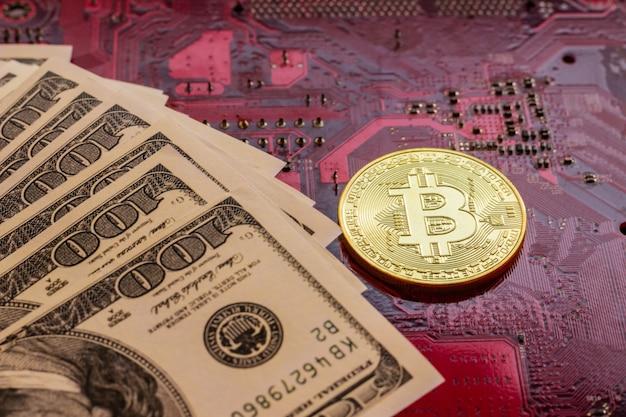 Bitcoin con microchips de placa de circuito, criptomoneda virtual, minería de oro, tecnología blockchain.
