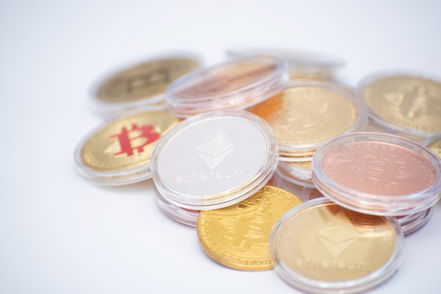 Bitcoin y su computadora portátil de clase empresarial llevan las transacciones a través de la red