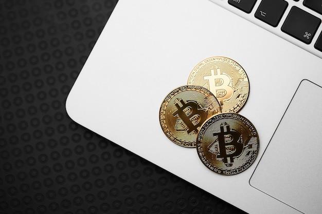 Bitcoins y dinero virtual.