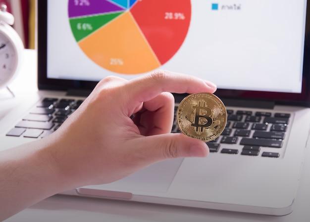 Bitcoins y gráfico.