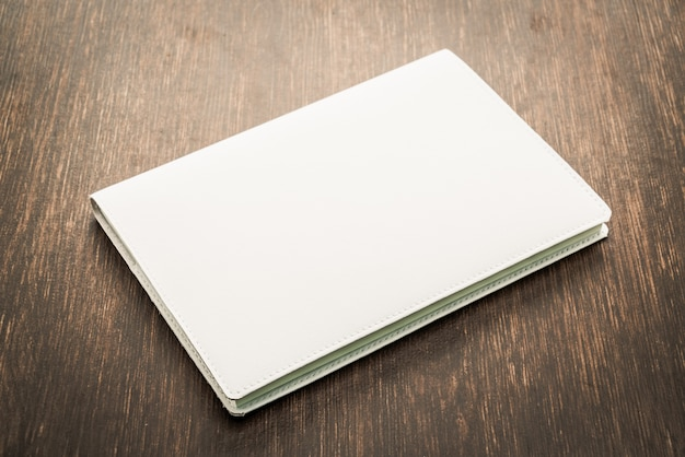 En blanco blanco mock up libro
