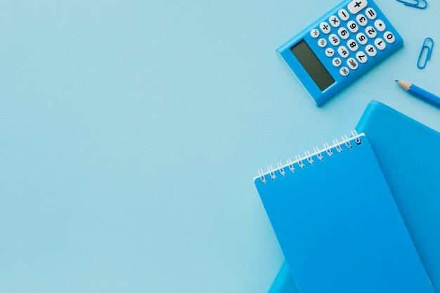 Bloc de notas en blanco azul con espacio de copia